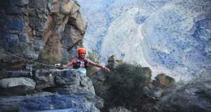 جيسن شلارب ودييجو بازوس بطلين لسباق تحدي الجري الجبلي العالمي