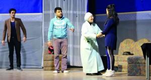 مهرجان الرستاق العربي للمسرح الكوميدي يواصل عروضه ويطرح أفكار مجتمعية متداخلة