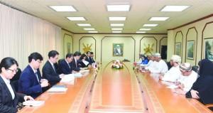 السلطنة وكوريا الجنوبية تبحثان سبل تعزيز التعاون التجاري والاستثماري