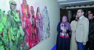 """56 عملا فنيا في معرض """"أهي لون أم نون"""" للتشكيلية حفصة التميمية بالأردن"""