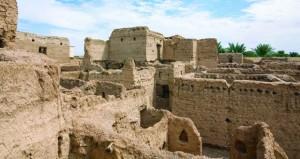 عدسة سعيد الشعيلي تبرز هندسة بيوت الطين بقرية المعمور ببهلاء