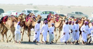 اليوم إسدال الستار على فعاليات مهرجان النعيمي التاسع عشر لعرضة الهجن والخيل بسيح الطيبات بصحم