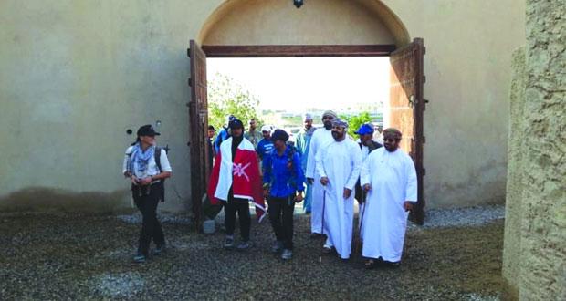 عمانيتان وبريطانية يقطعن 785 كيلومترا في 29 يوما