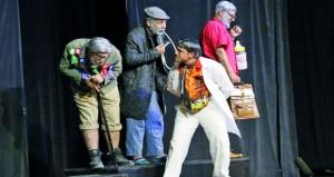 """""""الألفية"""" يسدل الستار على عروض الدورة الثانية لمهرجان الرستاق العربي للمسرح الكوميدي"""