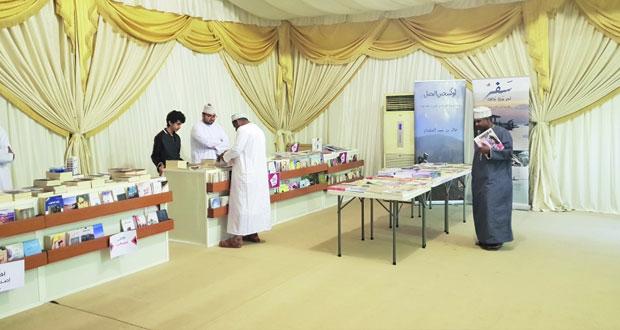 تواصل فعاليات معرض الكتاب بمتنزه العامرات العام