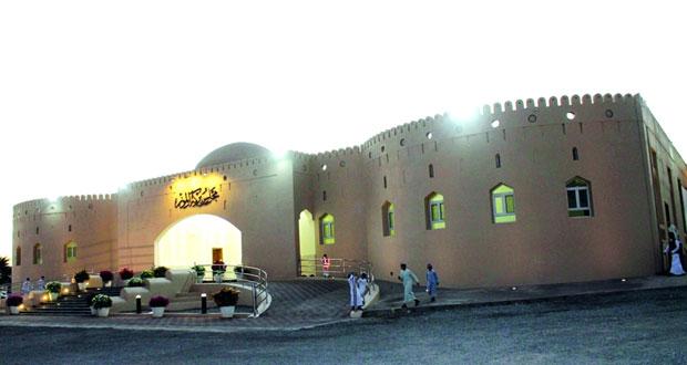 وزير المكتب السلطاني يفتتح مجلس عام بركة الموز بتكلفة 300 ألف ريال عماني