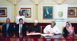 جامعة السلطان قابوس وجامعة جنوب أستراليا تتعاونان في مجالات التدريس والبحث