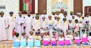 تكريم الفائزين في مسابقة حفظ القرآن الكريم بوادي السحتن بالرستاق