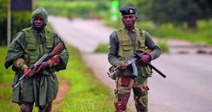 زيمبابوي: جنود يجوبون الشوارع بعد احتجاجات عنيفة