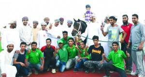 الحصان أكمل يتوج بالكأس في السباق الحادي عشر لنادي سباق الخيل السلطاني