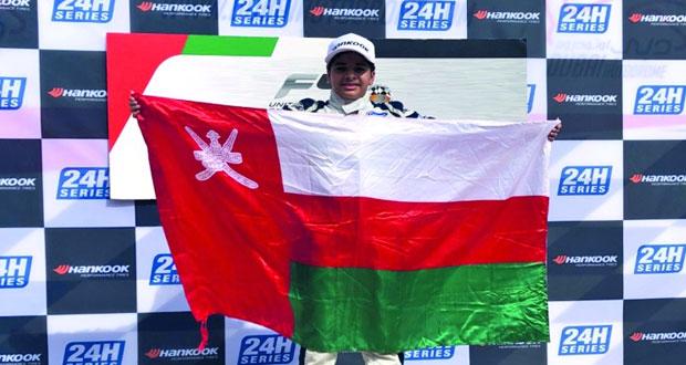 شهاب الحبسي يتوج بالجولة الأولى لبطولة الإمارات للفورمولا ٤