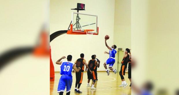 نزوى يفوز على قريات ويتمسك بصدارة دوري السلة