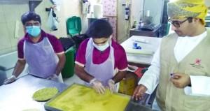 غلق 4 محلات وإتلاف 89 كيلوجرام أطعمة في حملة بالخابورة