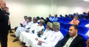 في محاضرة بجامعة السلطان قابوس: سوق النفط العالمي ليس تنافسيا وهو بحاجة إلى إدارة