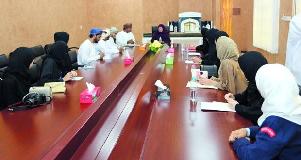 وزيرة التعليم العالي تطلع على سير العملية التعليمية في الكلية التطبيقية بعبري