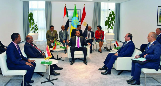 السيسي يدعو إلى التركيز على الهجرة واللاجئين بعد تسلمه رئاسة الاتحاد الأفريقي