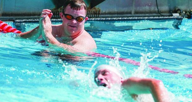 اربعة سباحين من السلطنة ضمن مائة سباح وسباحة يشاركون في منافسات السباحة