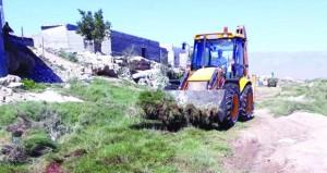 بلدية ظفار تواصل حملة مكافحة البعوض بمرباط
