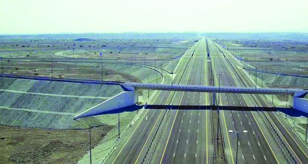 مستخدمو (الباطنة السريع) يطالبون بالإسراع في تنفيذ المشاريع الضرورية على طول مساره