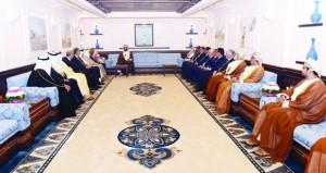 أسعد بن طارق يستقبل رؤساء الوفود المشاركين في اجتماع اتحاد الغرف العربية
