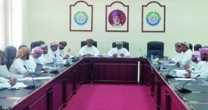 اللجنة السياحية بغرفة مسندم تستعرض التحديات التي تواجه القطاع بالمحافظة