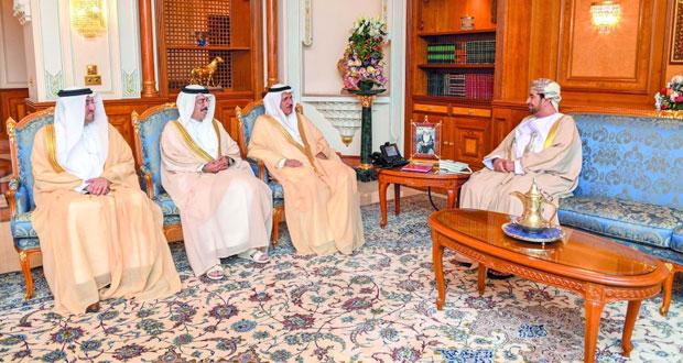 وزير ديوان البلاط السلطاني يستقبل وزير الاقتصاد الإماراتي