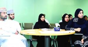 شباب عمانيون يعرضون خططا لمختبر تقنية المعلومات والثورة الصناعية الرابعة .. اليوم