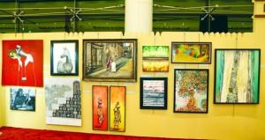 فنانو البريمي يقدمون أعمال فنية متنوعة بالمعرض