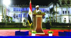 الرئيس السوداني يعلن (الطوارئ) ويشكل حكومة تصريف أعمال