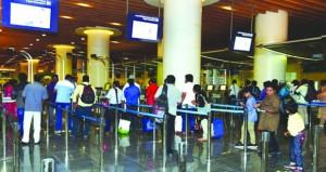 16.8 مليون مسافر عبر مطاري مسقط الدولي وصلالة بنهاية العام الماضي