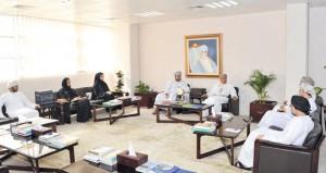 وزير الإعلام يلتقي بعدد من أعضاء اللجنة الوطنية للشباب