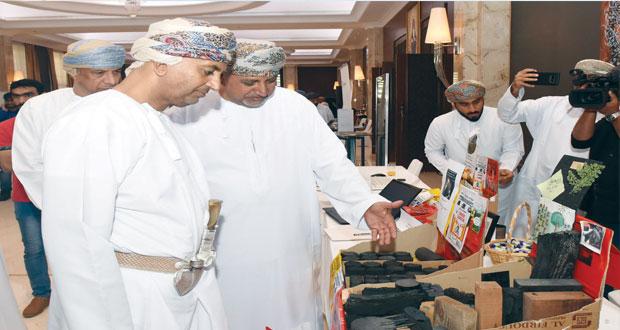 وزير التجارة والصناعة خلال لقائه بالصناعيين: 2.166 مليار ريال عماني مساهمة قطاع الصناعات التحويلية في الناتج المحلي الإجمالي بنهاية سبتمبر 2018