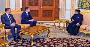 جلالة السلطان يبحث مع وزير الدفاع البريطاني أوجه التعاون بين البلدين