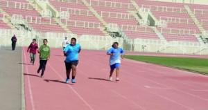ختام منافسات بطولة ألعاب القوى لذوي الإعاقة بمحافظة الداخلية بالمجمع الرياضي بنـزوى