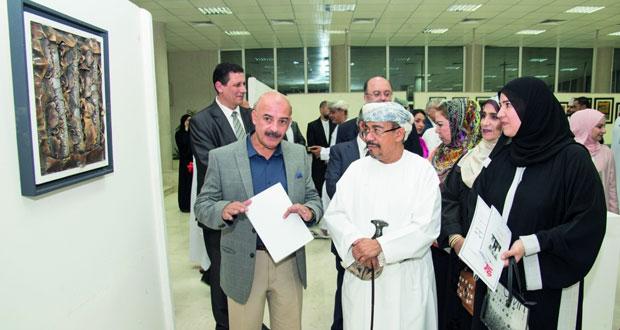 افتتاح المعرض التشكيلي الأول لمجموعة الحرف والتراث العماني بجامعة السلطان قابوس