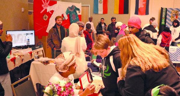 """طلبة عمانيون يحصدون جائزة """"أفضل ممثلين لبلدهم"""" في اليوم الثقافي بجامعة كولرادو الأميركية"""