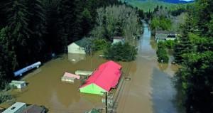 كاليفورنيا تتنفس الصعداء بعد انحسار مياه الفيضانات عن بلدات في الشمال