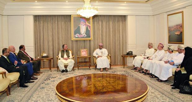 بحث التعاون بين السلطنة وباكستان في عدد من المجالات