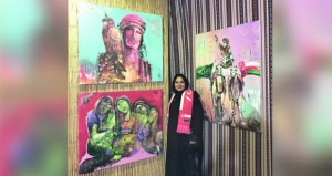 التشكيلية حفصة التميمية تنهي مشاركتها بمعرض الفنان المقيم بالسعودية