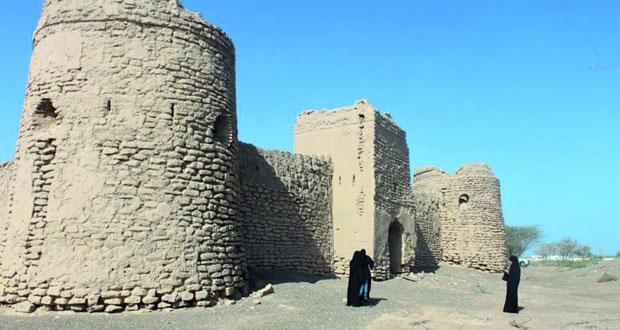 """""""التراث والثقافة"""" تواصل أعمال المسح والتوثيق للمعالم الأثرية بولايتي بركاء والمصنعة"""
