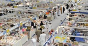 معرض مسقط الدولي للكتاب :  الزوار يتوافدون بمختلف توجهاتهم الفكرية إلى معرض مسقط الدولي للكتاب الـ 24 ويوم واحد على إسدال الستار