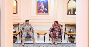 قائد القيادة العسكرية الموحدة لدول المجلس يصل السلطنة