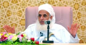 المفتي العام للسلطنة يؤكد على أن المسلم يقيس كل شيء بمقياس الحق ويؤطر الأحاسيس والمشاعر في إطار الفكر
