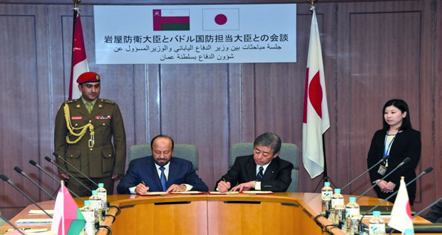 السلطنة واليابان توقعان مذكرة حول التعاون العسكري