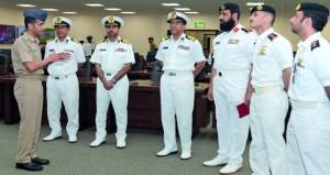 بحث التعاون فـي المجالات العسكرية البحرية بين السلطنة والبحرين