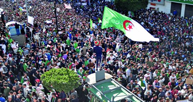 (تظاهرات الجزائر): اعتقال 75 محتجا وإصابة 11 شرطيا