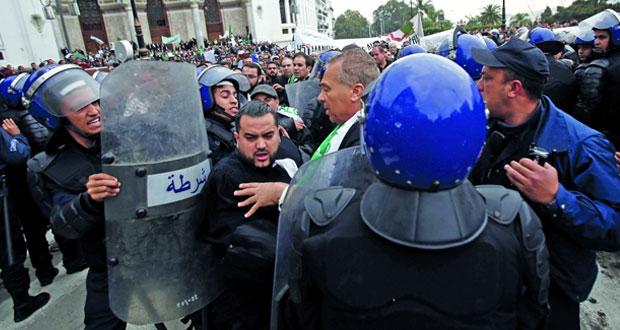 مئات المحامين يجددون احتجاجهم في الجزائر