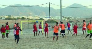 منتخبنا الوطني لليد الشاطئية يواصل تدريباته اليومية بمجمع بوشر استعدادا للبطولة الدولية بإيران
