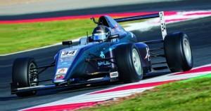 شهاب الحبسي يتألق ويتوج بالمركز الأول في الجولة الأولى في بطولة أوروبا للفورمولا 4
