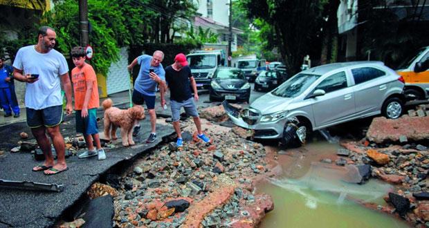 أمطار غزيرة تودي بحياة 10 أشخاص في ريو دي جانيرو البرازيلية